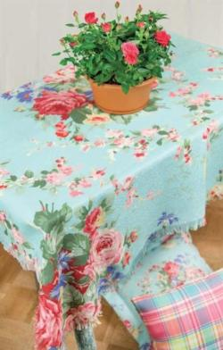 Juliette Bouquet Poly Table Topper Throw